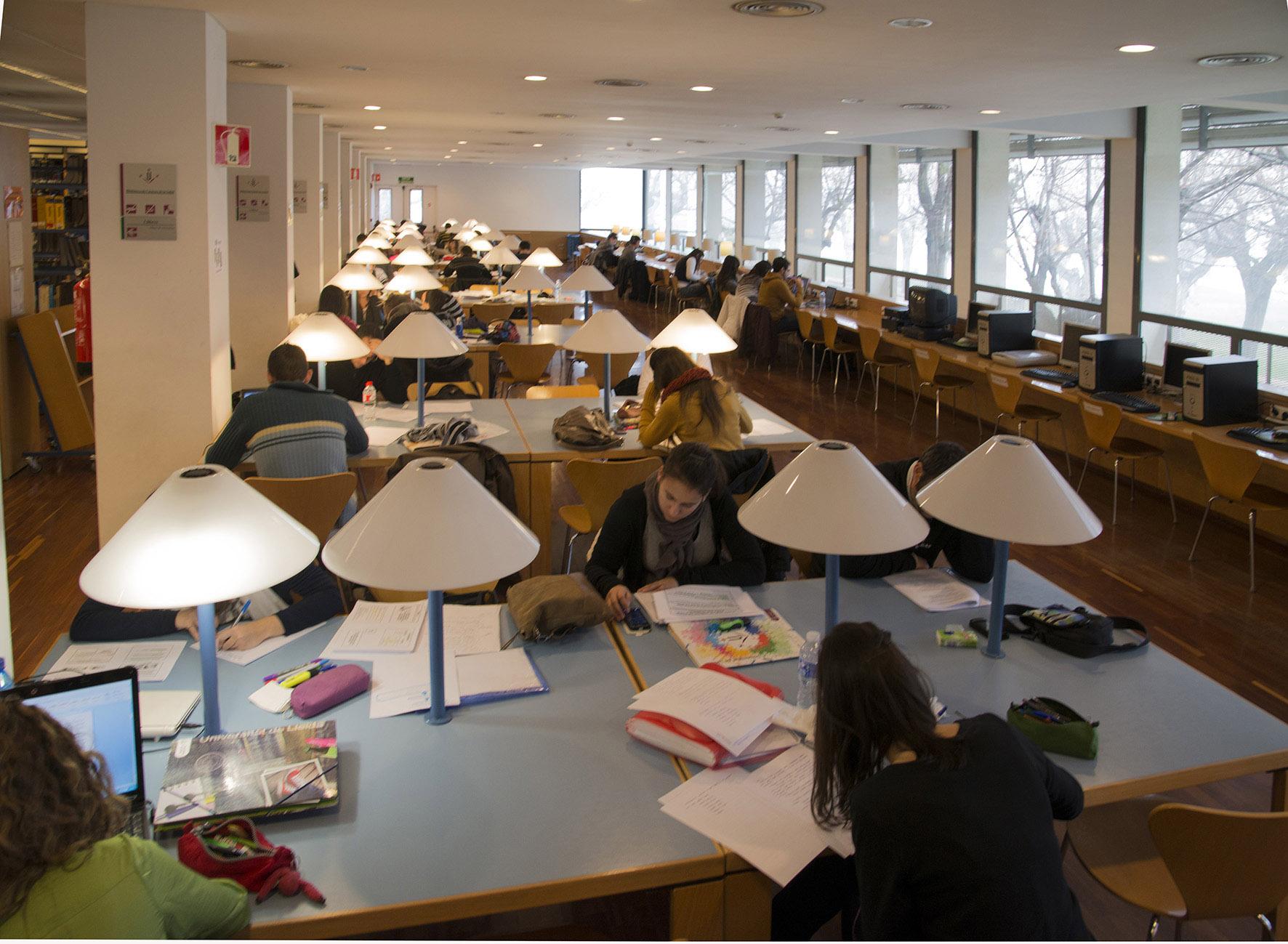 Acollida als nous estudiants de la Facultat de Medicina: Presentació de la biblioteca