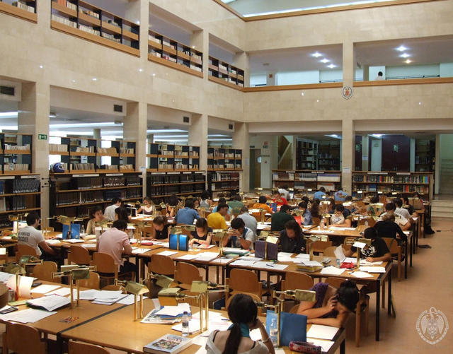 Visita guiada a la biblioteca de Geografía e Historia