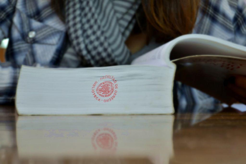 Fuentes de información y gestión bibliográfica para la elaboración de la tesis doctoral en Derecho (Taller práctico)