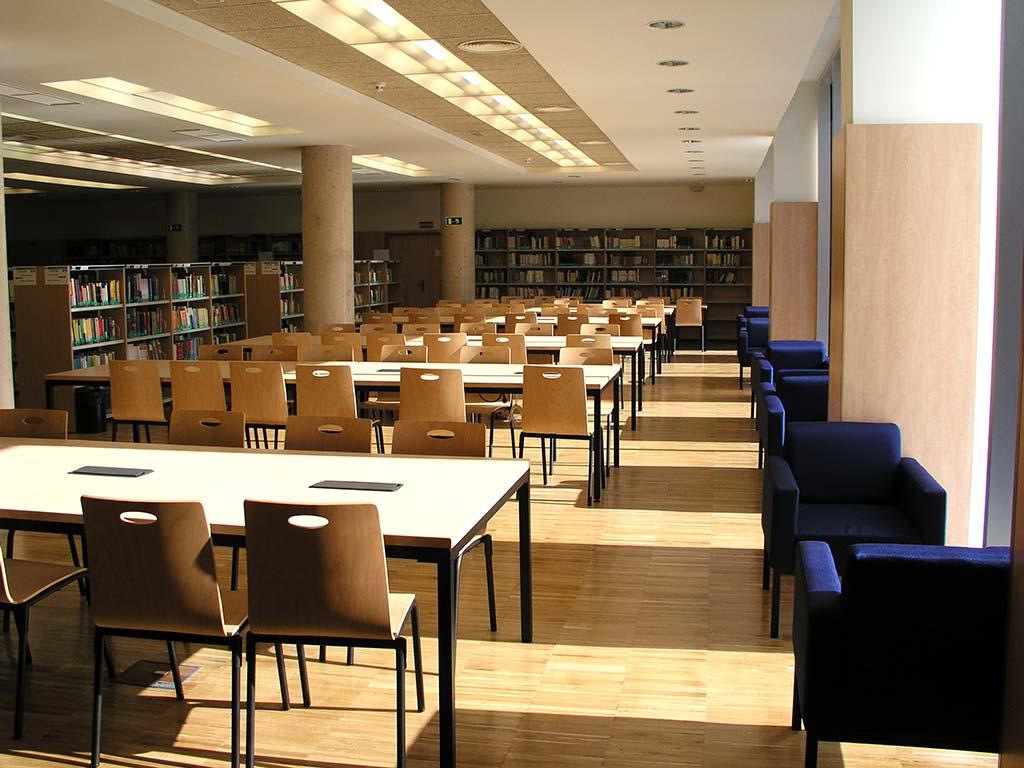 Visita guiada y recursos en la Biblioteca de Educación UCM